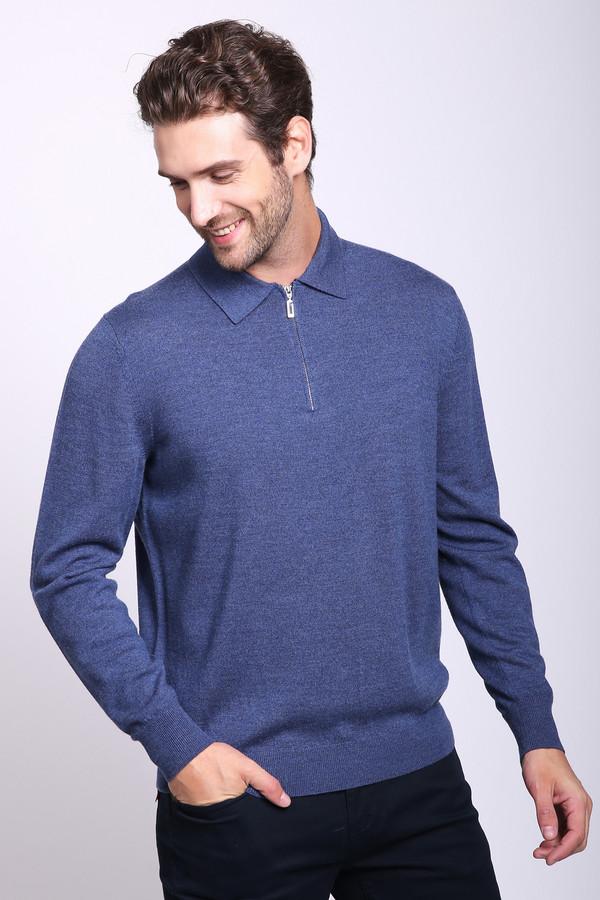 Джемпер Just ValeriДжемперы и Пуловеры<br>Джемпер мужской синего цвета фирмы Just Valeri. Модель выполнена прямым фасоном. Изделие дополнено откладным воротом, застежка молния, втачными, длинными рукавами. Рукава и низ джемпера обшиты стягивающей манжетой. Ткань состоит из 100% шерсти. Сочетать можно с различными брюками.