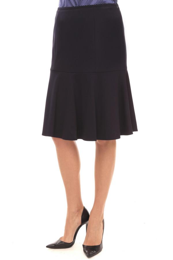 Юбка BaslerЮбки<br>Стильная юбка от бренда Basler слегка прилегающего кроя расклешенная книзу выполнена в темно-синем цвете. Изделие дополнено: скрытой застежкой-молния сбоку и оборками. Длина юбки чуть ниже колена. Элегантная юбка прекрасно будет смотреться как с  блузками , так и с классическими  рубашками .<br><br>Размер RU: 48<br>Пол: Женский<br>Возраст: Взрослый<br>Материал: эластан 6%, полиамид 25%, вискоза 69%<br>Цвет: Синий