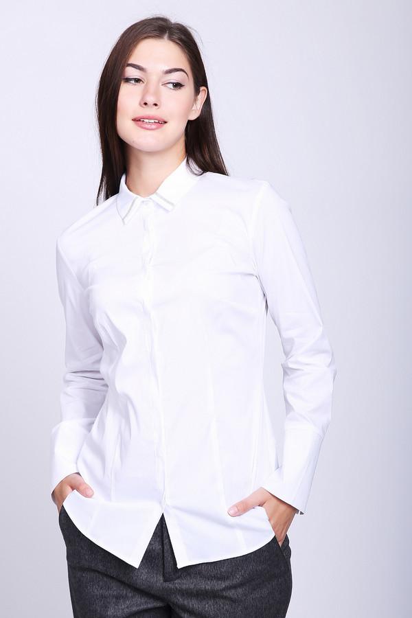 Блузa Gerry WeberБлузы<br>Блуза белого цвета фирмы Gerry Weber. Модель выполнена прямым покроем. Изделие дополнено откладным воротом, застежка на пуговицы, втачными длинными рукавами, средним швом и рельефами, проходившими через проймы. Гармонировать можно с различными брюками.
