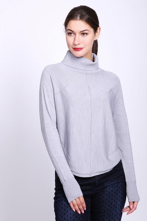 Пуловер PezzoПуловеры<br>Пуловер женский фирмы Pezzo. Модель выполнена прямым покроем. Изделие дополнено округлым воротом стойка, втачными, длинными рукавами. На передней части и задней части пуловера проходит средний шов. Длинна пуловера до бедер. Гармонировать может с различными брюками.