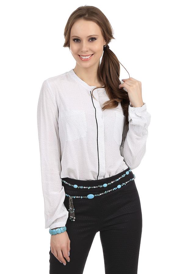 Блузa OuiБлузы<br>Блуза Oui идеально подойдет для бизнес-леди т.к. лаконично вливается в параметры офисного дрес-кода. Блуза белого цвета из 100% вискозы. Очень приятная на ощупь. Благодаря простому, свободному крою ее можно носить как с брюками, так и с юбкой. Рукава застегиваются на незаметные пуговицы. На передней части блузы расположено два нагрудных кармана.