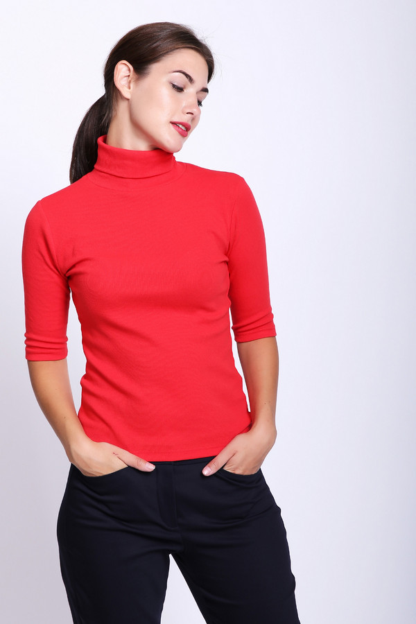 Футболка Just ValeriФутболки<br>Пуловер женский красного цвета фирмы Just Valeri. Модель выполнен прямым фасоном. Изделие дополнено высоким воротом стойка, втачными рукавами до локтя. Гармонировать можно с различными деталями вашего гардероба.
