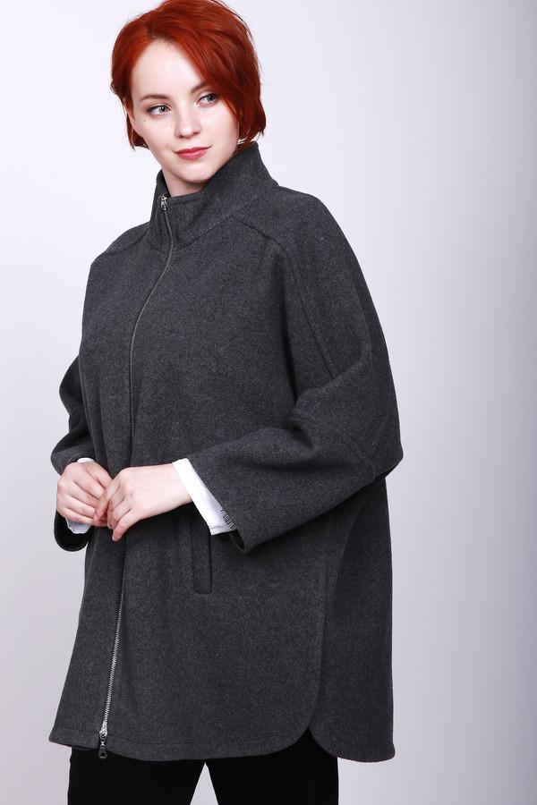 Пальто PezzoПальто<br>Пальто женское серого цвета фирмы Pezzo. Модель выполнена прямым фасоном. Изделие дополнено воротом стойка, застежка на молнию, прорезные карманы с листочками, втачными рукавами с широкими манжетами 3/4 длинны, средним швом и кокеткой на задней части, боковыми разрезами. В холодное время доставит комфорт.
