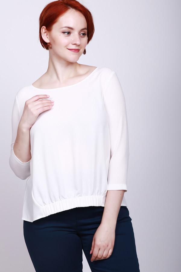 Блузa PezzoБлузы<br>Блуза женская белого цвета фирмы Pezzo. Модель выполнена прямым покроем. Изделие дополнено округлым воротом, втачными рукавами 3/4 длинны. Низ передней части блузы стягивает резинка. Подшита блуза полукругом. Хорошая посадка по фигуре. Гармонировать может с различными брюками.