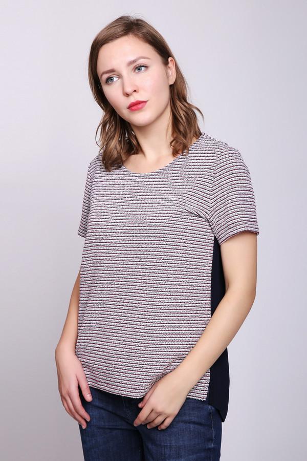 Блузa TaifunБлузы<br>Блуза женская разноцветного цвета фирмы Taifun. Модель выполнена прямым покроем. Изделие дополнено округлым воротом, задней застежкой на тесьму, короткими рукавами. Блуза изготовлена из разных по цвету тканей. Передняя часть ткань с полосатым принтом, задняя - синего цвета. Ткань состоит из 3% эластана, 10% вискозы, 87% полиэстера. Гармонировать можно с различными брюками, джинсами.