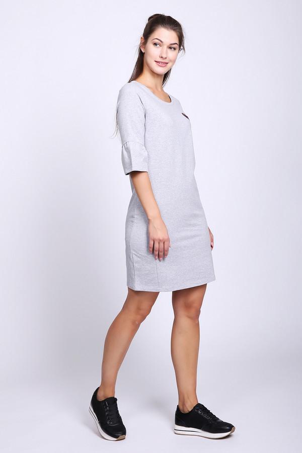 Платье TaifunПлатья<br>Платье серого цвета фирмы Taifun. Модель выполнена прямым фасоном. Изделие дополнено округлым воротом, втачными рукавами с воланами до локтя. Состав ткани состоит из 10% эластана, 90% хлопка. Такая модель может подойти для отдыха и прогулок на улице.
