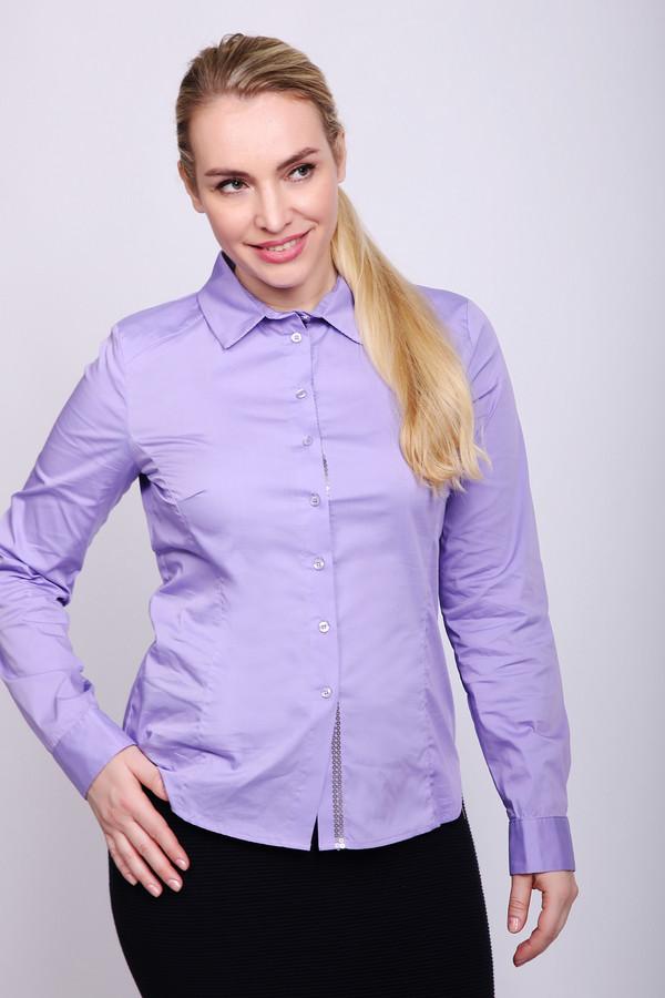 Блузa PezzoБлузы<br>Блуза женская сиреневого цвета фирмы Pezzo. Модель выполнена приталенным фасоном. Изделие дополнено откладным воротом на стойке, застежка на пуговицы, втачными, длинными рукавами с манжетами на пуговицу, задней кокеткой. Приталенная блуза подчеркивает вашу фигуру, благодаря застроченным рельефам. Данная блуза может гармонировать с различными деталями вашего гардероба и объединит весь ваш комплект.