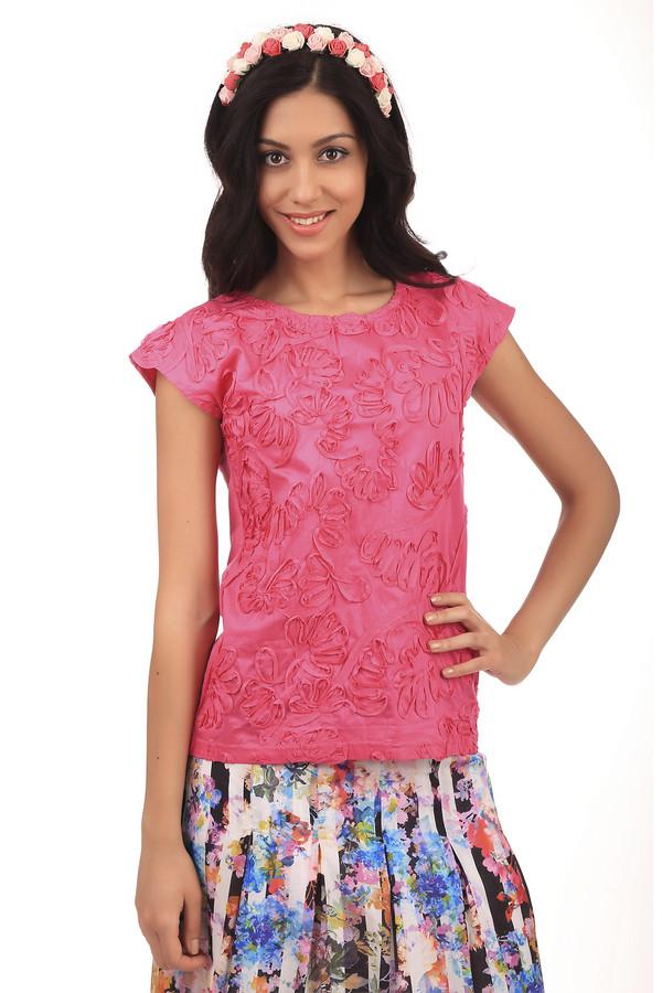 Футболка PezzoФутболки<br>Женская розовая футболка от бренда Pezzo прямого кроя выполнена из дышащего натурального хлопкового материала. Изделие дополнено: круглым вором и короткими рукавами-кимоно. Футболка оформлена тканной цветочной аппликацией в цвет изделия. Хорошо будет смотреться как с   шортами  , так и с   юбками  .<br><br>Размер RU: 40<br>Пол: Женский<br>Возраст: Взрослый<br>Материал: хлопок 100%<br>Цвет: Розовый