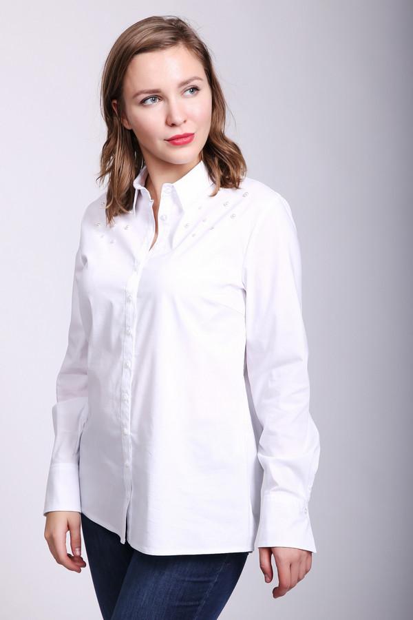 Блузa Betty BarclayБлузы<br>Блуза женская белого цвета фирмы Betty Barclay. Модель выполнена прямым покроем. Изделие дополнено откладным воротом на стойке, застежка на пуговицы, втачными, длинными рукавами с манжетами на пуговицы, задней кокеткой и складкой. Гармонировать может с различными брюками и юбками.