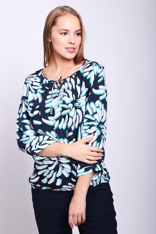 Блузa Frank WalderБлузы<br>Блуза женская синего цвета фирмы Frank Walder. Модель выполнена прямым фасоном. Изделие дополнено округлым воротом с V - образным разрезом на тесьму, втачными рукавами 3/4 длины. Блуза имеет принт. Окружность ворота обшита тесьмой. В низу блузы вставлена эластичная тесьма. Состав ткани: 47% вискоза, 53% купро. Комбинировать можно с различными брюками, юбками.