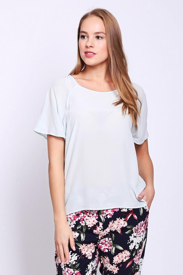 Блузa OuiБлузы<br>Блуза женская голубого цвета фирмы Oui. Модель выполнена прямым фасоном. Изделие дополнено округлым воротом, короткими рукавами реглан. Состав ткани: 100% шелк. Сочетать можно с различными брюками.