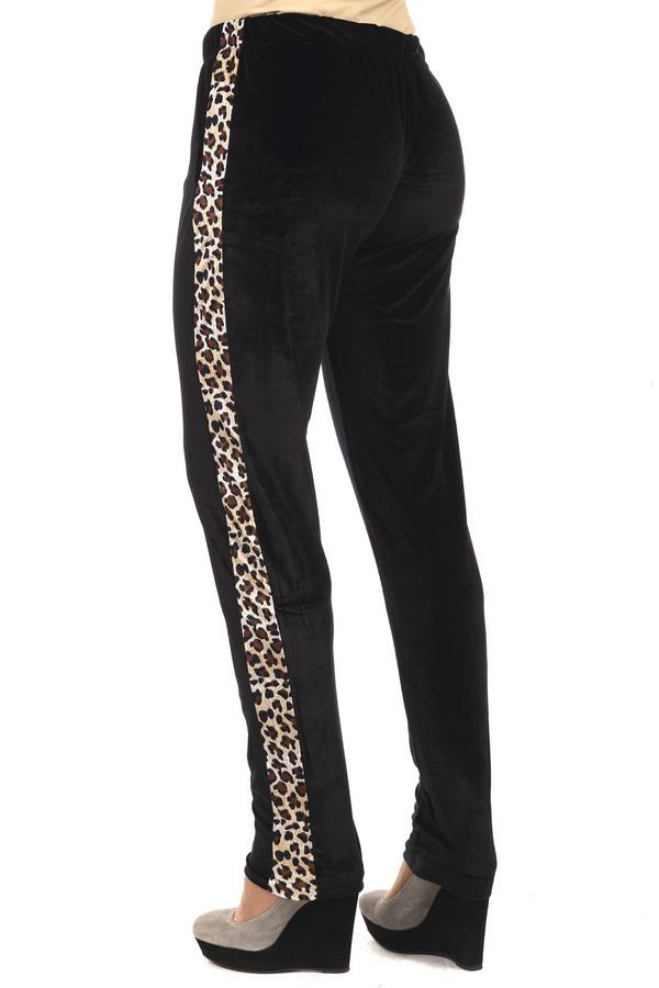 Спортивные брюки Just ValeriСпортивные брюки<br>Спортивные брюки от бренда Just Valeri прямого кроя выполнены из черного велюрового материала с боковыми леопардовыми вставками. Изделие дополнено поясом с эластичной резинкой. В комплект к брюкам можно подобрать  толстовку Just Valeri . Идеальный вариант активного отдыха.<br><br>Размер RU: 44<br>Пол: Женский<br>Возраст: Взрослый<br>Материал: полиэстер 95%, спандекс 5%<br>Цвет: Чёрный