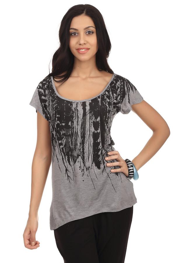 Футболка PezzoФутболки<br>Летняя женская футболка от бренда Pezzo, серого цвета, дополнена короткими бесшовными рукавами, глубоким U-образным вырезом и декоративной продольной строчкой на спине. Это модель ассиметричного покроя, украшенная графичным принтом черного цвета со стразами. Состав: 100% вискоза.<br><br>Размер RU: 54<br>Пол: Женский<br>Возраст: Взрослый<br>Материал: вискоза 100%<br>Цвет: Чёрный