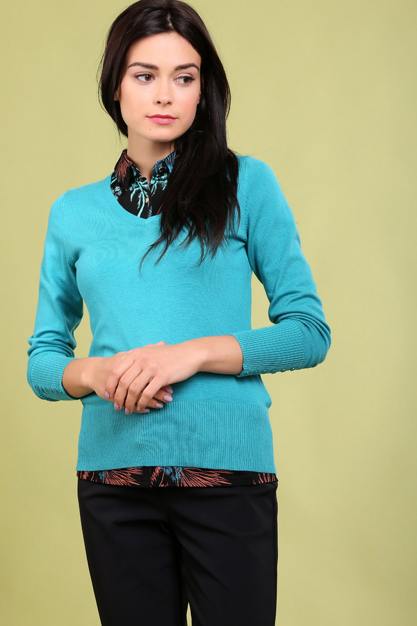 Пуловер PezzoПуловеры<br>Модный женский пуловер фирмы Pezzo. Это пуловер цвета морской волны, с v-образным вырезом и длинным рукавом на широкой резинке, дополненным небольшими пуговицами. Данный пуловер сделан из мягкого и удобного материала.<br><br>Размер RU: 52<br>Пол: Женский<br>Возраст: Взрослый<br>Материал: полиамид 17%, хлопок 48%, вискоза 32%, спандекс 3%<br>Цвет: Голубой