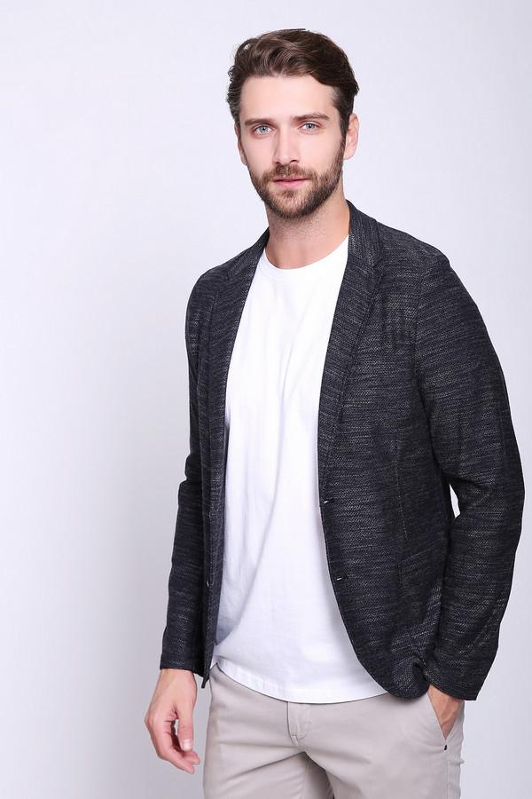 Пиджак CinqueПиджаки<br>Пиджак мужской серого цвета фирмы Cinque. Модель выполнена прямым покроем. Изделие дополнено откладным воротом, втачными, длинными рукавами, застежка на пуговицы, верхним, прорезным карманом, накладными карманами, застроченными складками. Подшит пиджак полукругом. Ткань состоит из 22% вискозы, 15% полиэстера, 63% хлопка. Гармонировать можно с различными деталями вашего гардероба.