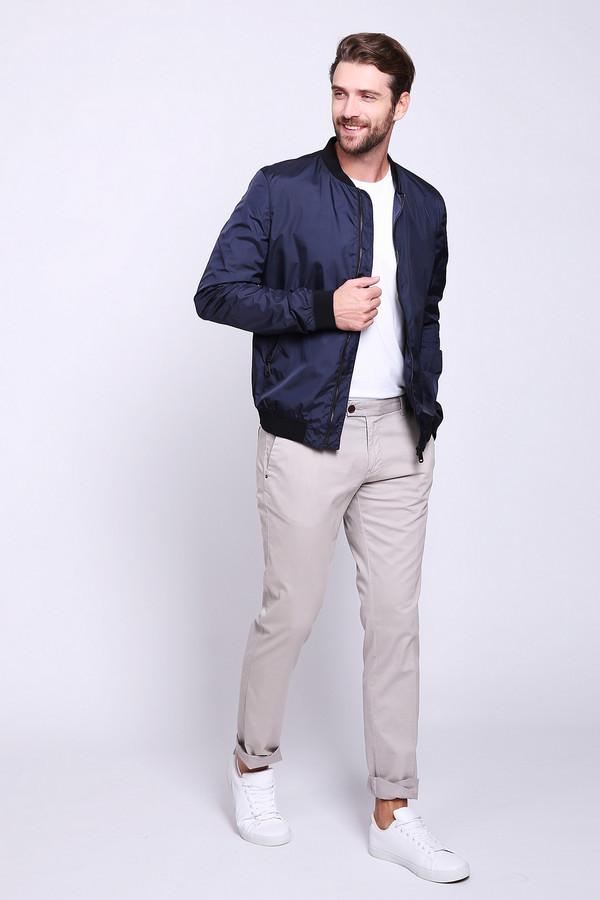 Брюки CinqueБрюки<br>Брюки мужские бежевого цвета фирмы Cinque. Модель выполнен прямым покроем. Изделие дополнено пришивным поясом со шлевками для ремня, застежка молния на пуговицу, боковыми карманами, задними, прорезными карманами. Ткань состоит из 2% эластана, 98% хлопка. Гармонировать можно с футболками, рубаками, пуловерами.
