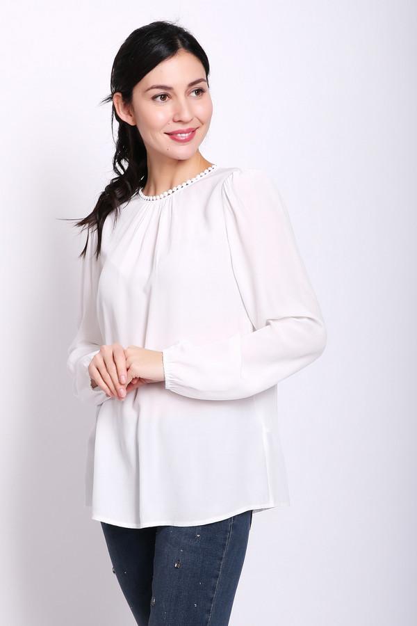 Блузa TaifunБлузы<br>Блуза женская белого цвета фирмы Taifun. Модель выполнена прямым покроем. Изделие дополнено круглым воротом, застежка на пуговицу, втачными, длинными рукавами, собранные на тесьму. Состав ткани состоит из 100% вискозы. Гармонировать можно с различными блузами, брюками.