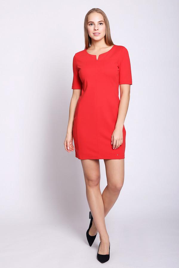 Платье TaifunПлатья<br>Платье красного цвета фирмы Taifun. Модель выполнена прямым фасоном. Изделие дополнено округлым воротом с V-образным разрезом, втачными, короткими рукавами. Длинна платья выше колен. Состав ткани состоит из 7% эластана, 65% вискозы, 28% полиамида, подкладка полиэстер. Хорошая посадка по фигуре.