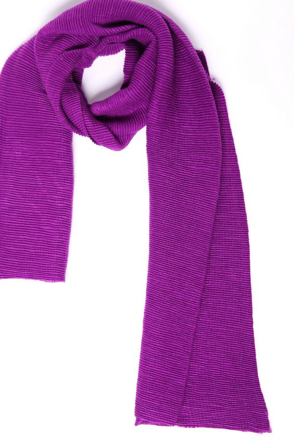 Шарф Gerry WeberШарфы<br>Шарф фиолетового цвета фирмы Gerry Weber. Состав ткани состоит из 100% полиакрила. Такая модель Будет гармонировать с различными куртками, пальто, пуховиками.