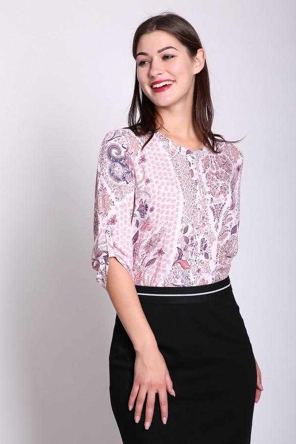 Блузa Gerry WeberБлузы<br>Блуза женская розового цвета фирмы Gerry Weber. Модель выполнена прямым покроем. Изделие дополнено округлым воротом, застежка на пуговицы, втачными рукавами 3/4 длинны. Ткань имеет принт. Состав ткани состоит из 100% вискозы. Такая модель очень удобна и комфортна. Гармонировать можно с различными деталями вашего гардероба.