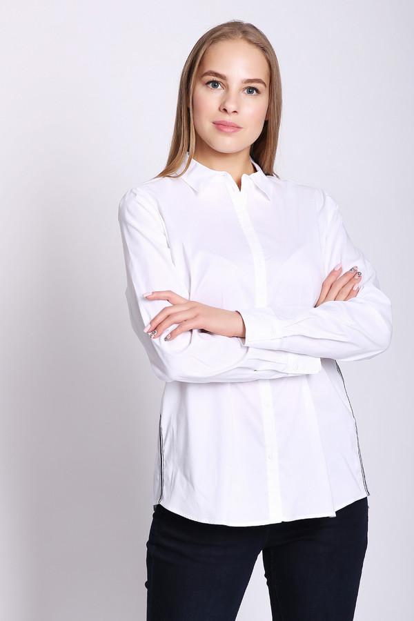 Блузa Gerry WeberБлузы<br>Блуза женская белого цвета фирмы Gerry Weber. Модель выполнена прямым покроем. Изделие дополнено откладным воротом на стойке, застежка на пуговицы, длинными, втачными рукавами с манжетами на пуговицу. По боковым швам пристрочена тесьма черного цвета. Состав ткани состоит из 70% хлопка и 30% эластомера. Блуза может гармонироватьс различными деталями вашего гардероба.