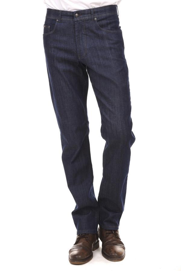 Классические джинсы BraxКлассические джинсы<br>Классические мужские темно-синие джинсы от немецкого бренда Brax прямого кроя. Изделие дополнено: шлевками для ремня, пятью стандартными карманами и центральной застежкой-молния с пуговицей. Сзади карманы декорированы минималистичной аппликацией. Хорошо смотрятся с разными свитерами, футболками и классическими рубашками.<br><br>Размер RU: 48(L34)<br>Пол: Мужской<br>Возраст: Взрослый<br>Материал: эластан 2%, хлопок 32%, лиоцел 66%<br>Цвет: Синий