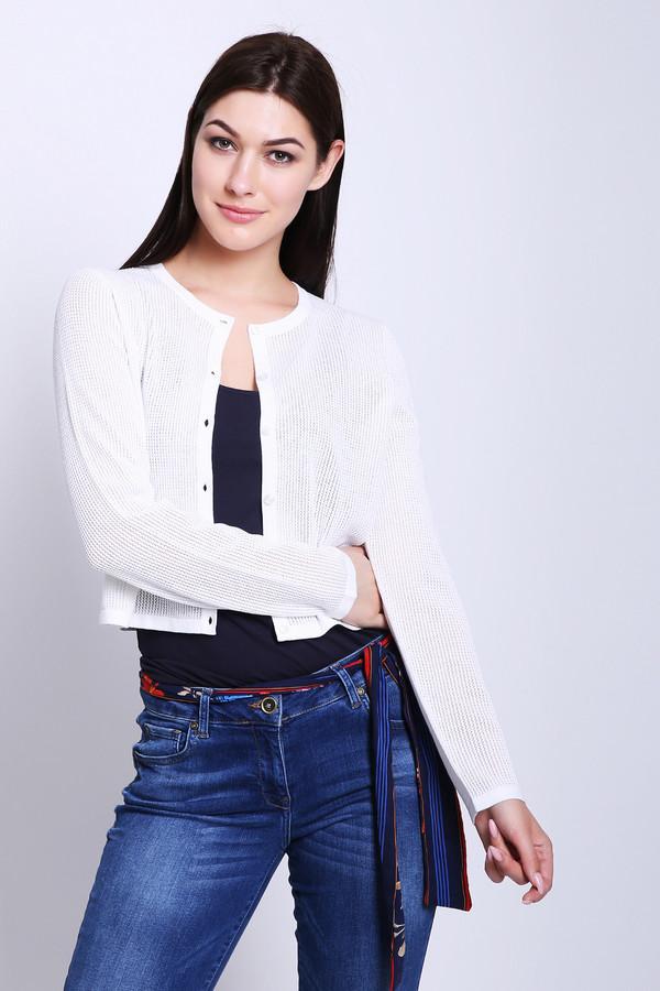 Пуловер PezzoПуловеры<br>Пуловер женский белого цвета от бренда Pezzo. Модель выполнена прямым фасоном. Изделие дополнено округлым воротом, втачными, длинными рукавами, застежка на пуговицы. Окружность ворота и застежка обшиты бейкой. Такая модель поможет разнообразить ваш стиль. Ткань состоит из 40% вискозы, 60% хлопка. Комбинировать можно с различными брюками, юбками, блузами.