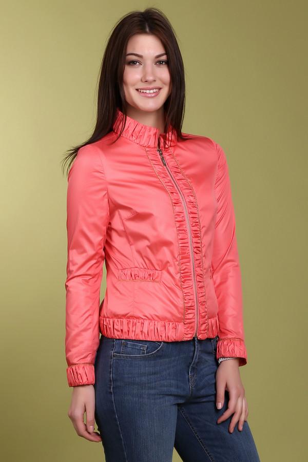 Куртка PezzoКуртки<br>Стильная женская короткая куртка нежно-кораллового оттенка. Куртка приталенная, с воротником-стойкой. Изделие изготовлено из 100% полиэстера. Куртка дополнена боковыми передними карманами на резинках, резинками на рукавах, воротнике и снизу.<br><br>Размер RU: 44<br>Пол: Женский<br>Возраст: Взрослый<br>Материал: полиэстер 100%<br>Цвет: Оранжевый
