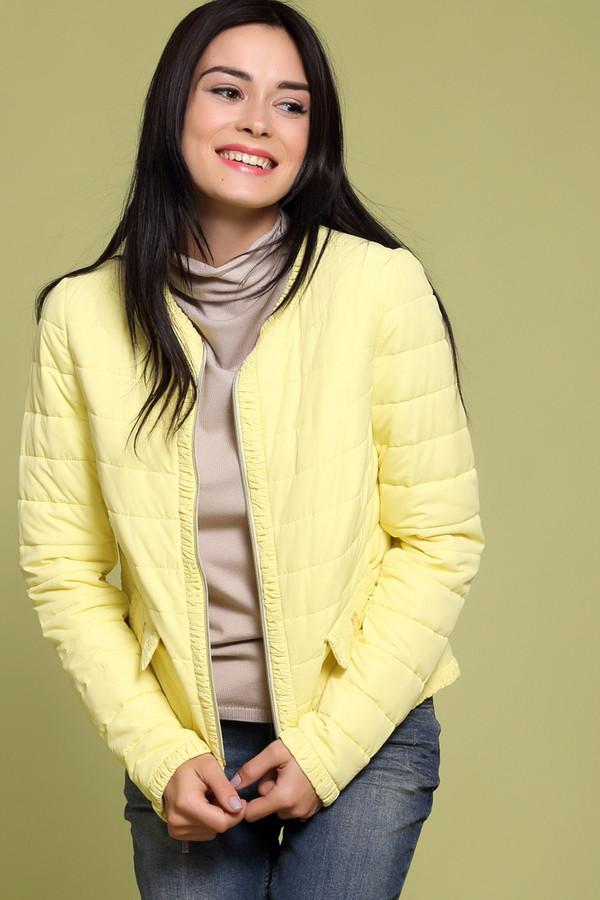 Куртка PezzoКуртки<br>Стильная женская куртка от бренда Pezzo. Это куртка нежно-желтого оттенка, дополненная боковыми передними карманами. По краям изделие оформлено рюшами. Материал куртки на 100% состоит из полиэстера.<br><br>Размер RU: 48<br>Пол: Женский<br>Возраст: Взрослый<br>Материал: полиэстер 100%<br>Цвет: Жёлтый