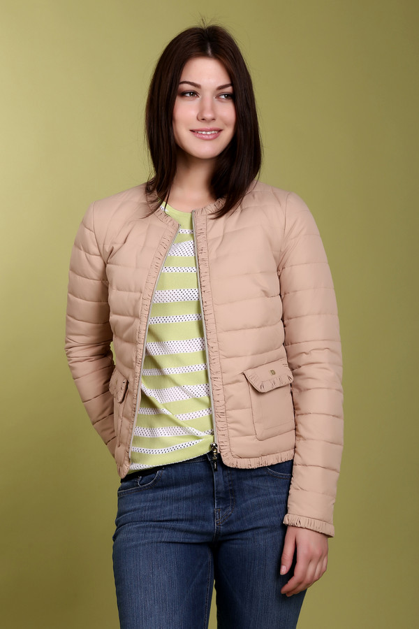 Куртка PezzoКуртки<br>Модная женская куртка от бренда Pezzo. Это стеганная куртка бежевого цвета, дополненная боковыми передними карманами, а также рюшами на карманах и по краям куртки. Изделие изготовлено из 100% полиэстера.<br><br>Размер RU: 50<br>Пол: Женский<br>Возраст: Взрослый<br>Материал: полиэстер 100%<br>Цвет: Бежевый