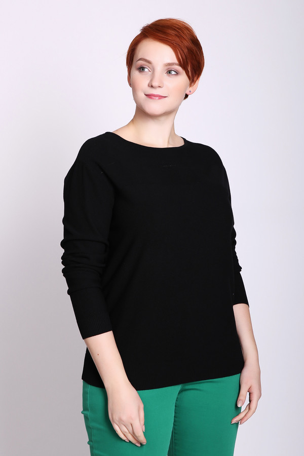 Пуловер PezzoПуловеры<br>Пуловер женский черного цвета фирмы Pezzo. Модель выполнена прямым покроем. Изделие дополнено округлым воротом, длинными рукавами. Ткань состоит из 90% вискозы, 10% полиэстера. Сочетать можно с различными брюками.