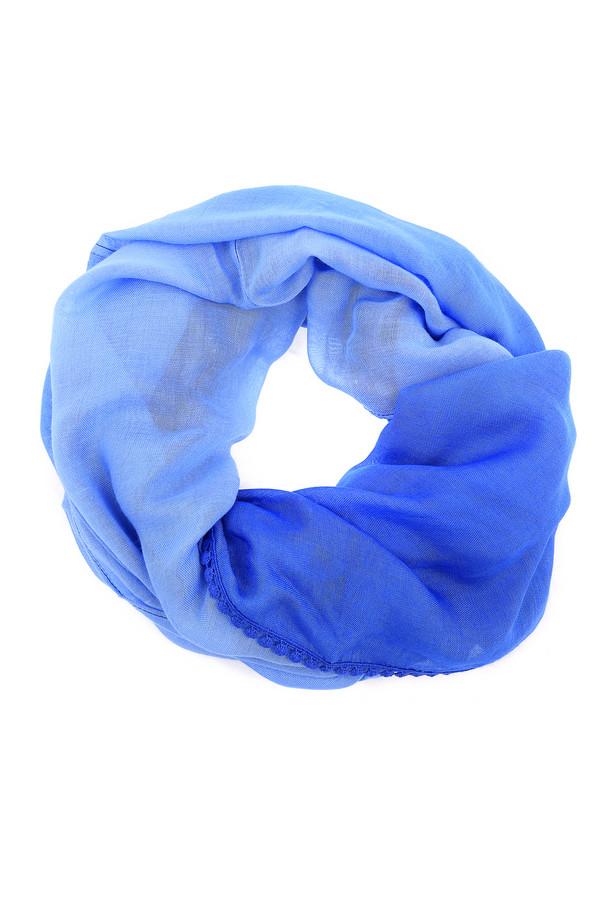 Шарф PezzoШарфы<br>Стильный женский шарф-хомут, выполненный из 100% вискозы. Это шарф от бренда Pezzo. Он представлен в градиенте от насыщенного синего к светло-голубому. Край шарфа украшен тонкой кружевной лентой синего цвета.<br><br>Размер RU: один размер<br>Пол: Женский<br>Возраст: Взрослый<br>Материал: вискоза 100%<br>Цвет: Разноцветный