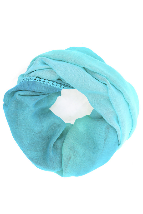 Шарф PezzoШарфы<br>Модный женский шарф-хомут от бренда Pezzo. По краям шарф оформлен тонкой кружевной лентой. Расцветка данного изделия - это градиент от голубого к бирюзовому цвету. Такой шарф несомненно освежит ваш образ, сделает его ярким и стильным.<br><br>Размер RU: один размер<br>Пол: Женский<br>Возраст: Взрослый<br>Материал: вискоза 100%<br>Цвет: Голубой