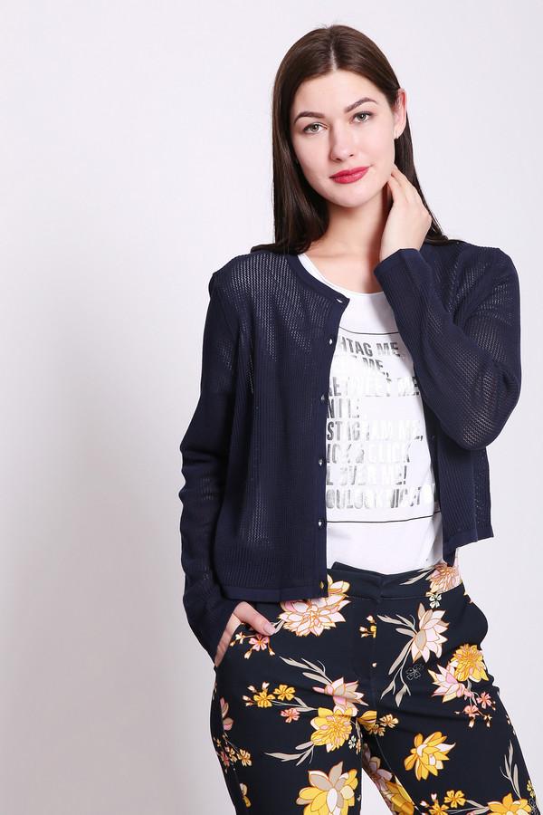 Пуловер PezzoПуловеры<br>Пуловер женский синего цвета от бренда Pezzo. Модель выполнена прямым фасоном. Изделие дополнено округлым воротом, втачными, длинными рукавами, застежка на пуговицы. Окружность ворота и застежка обшита бейкой. Такая модель поможет разнообразить ваш стиль. Ткань состоит из 40% вискозы, 60% хлопка. Комбинировать можно с различными брюками, юбками, блузами.