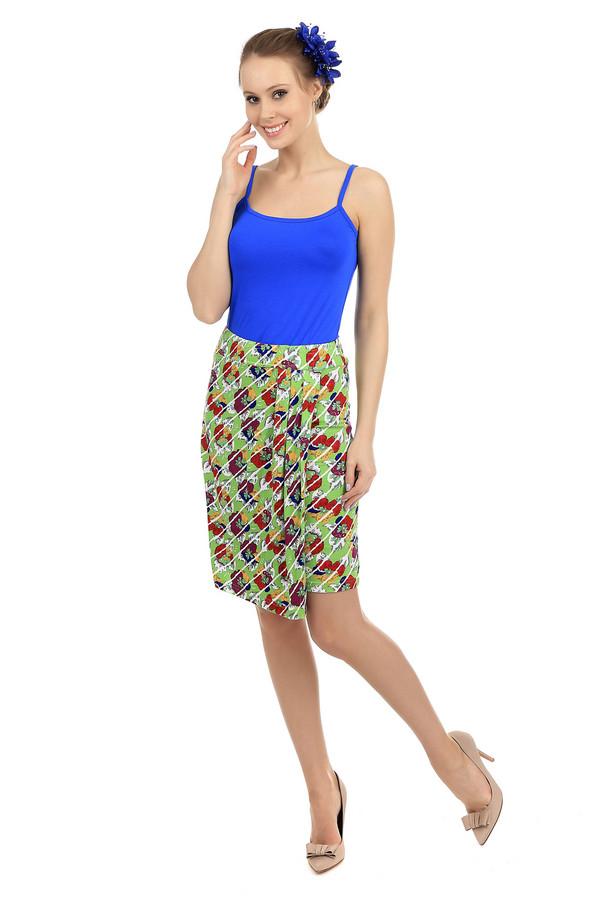 Юбка PezzoЮбки<br>Летняя разноцветная юбка Pezzo.Юбка сочетает в себе такие цвета: зеленый, белый, красный, желтый и синий. Изделие выполнено из вискозы и эластана. Дополнено поясом и складками по всей ширине. Длина юбки – немного выше колен. Изделие подчеркивает линию силуэта. Пестрый цветочный рисунок позволяет создавать яркие и стильные образы.<br><br>Размер RU: 40<br>Пол: Женский<br>Возраст: Взрослый<br>Материал: эластан 5%, вискоза 95%<br>Цвет: Разноцветный