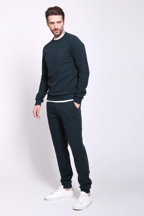 Спортивный костюм D.S.Спортивные костюмы<br>Костюм мужской. Цвета: Зеленый, индиго, серый, темно-синий, хаки, черный.Вид застежки: завязки Вырез горловины: округлый Длина изделия: низ: M-109 см, L-110 см, XL-111 см, XXL-112 см, XXXL- 113см Длина изделия: верх: M-72 см, L-72,5 см, XL-73 см, XXL-73,5 см, XXXL- 74 см Длина рукава: Длинный (реглан) Покрой: Полуприлегающий Рисунок: без рисунка Фактура материала: трикотажный Тип карманов: с отрезным бочком Декоративные элементы: без элементов Конструктивные элементы: без элементов