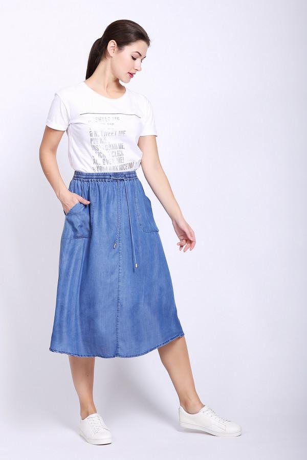 Юбка PezzoЮбки<br>Юбка женская синего цвета от бренда Pezzo. Модель выполнена расклешённым фасоном. Изделие дополнено поясом с эластичной лентой и тесьмой, боковыми, накладными карманами. Ткань состоит из 100% тенсель. Комбинировать можно с различными блузами, футболками и пуловерами.