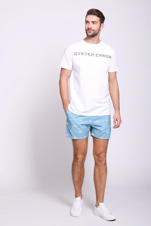 Шорты PezzoШорты<br>Шорты мужские голубого цвета от бренда Pezzo. Модель выполнена прямым фасоном. Изделие дополнено пришивным поясом с эластичной лентой и тесьмой, боковыми карманами, задним, накладным карманом. Ткань имеет принт. Состав ткани: 100% полиэстер. Подкладка - 100% полиэстер. Комбинировать можно с различными футболками.
