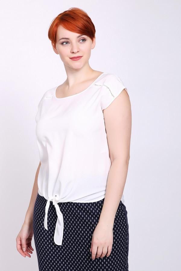 Блузa PezzoБлузы<br>Блуза женская белого цвета от бренда Pezzo. Модель выполнена прямым фасоном. Изделие дополнено округлым воротом, короткими рукавами, задним разрезом на пуговицу. Состав ткани: 100% полиэстер. Комбинировать можно с различными юбками, брюками.