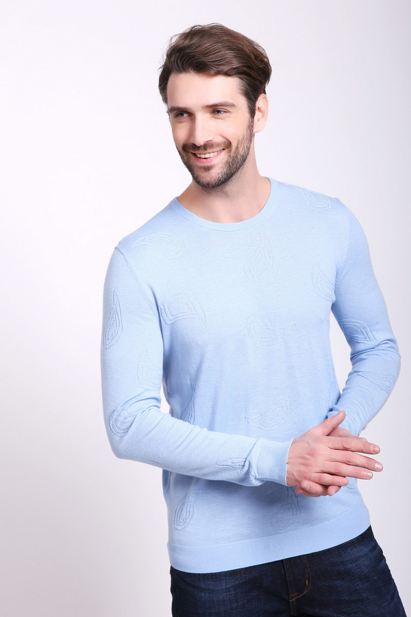 Джемпер Just ValeriДжемперы и Пуловеры<br>Джемпер мужской сиреневого цвета фирмы Just Valeri. Модель выполнена прямым фасоном. Изделие дополнено округлым воротом, втачными, длинными рукавами. Рукава и низ джемпера заканчивает стягивающая манжета. Ткань состоит из 30% вискозы, 40% полиэстера, 30% шерсти. Сочетать можно с различными брюками.