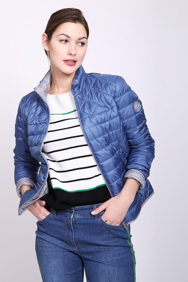 Куртка TaifunКуртки<br>Куртка женская синего цвета от немецкого бренда Taifun. Модель выполнена прямым фасоном. Изделие дополнено круглым воротом стойка, застежка молния, втачными, длинными рукавами, боковыми, прорезными карманами на молнию, рельефами, выходившие из проймы рукавов. Ткань состоит из 100% полиэстера. Наполнитель - 100% полиэстер. Сочетать можно с различными брюками.