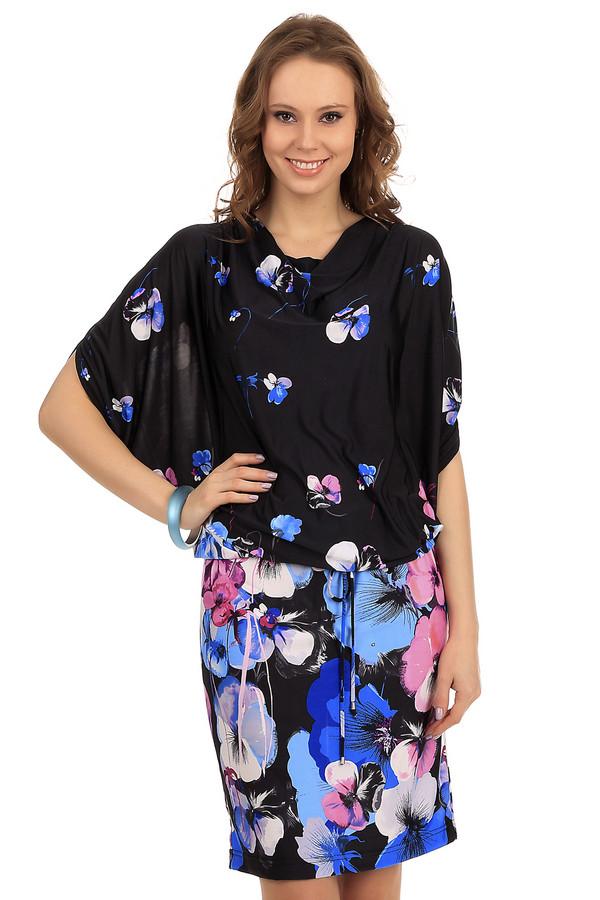 Платье PezzoПлатья<br>Женское платье от бренда Pezzo. Это платье сшито по оригинальному покрою: верх платья свободный, а низ плотно сидит по фигуре. Рукав платья длиной до локтя, а само платье по длине достигает колено. Данное платье представлено в черном цвете и украшено сине-розовым цветочным принтом. Материал включает в себя полиэстер с добавлением эластана.<br><br>Размер RU: 42<br>Пол: Женский<br>Возраст: Взрослый<br>Материал: эластан 8%, полиэстер 92%<br>Цвет: Чёрный