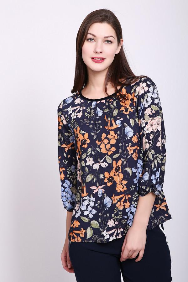Блузa TaifunБлузы<br>Блуза женская синего цвета от немецкого бренда Taifun. Модель выполнена прямые фасоном. Изделие дополнено округлым воротом, рукавами 3\4 длины. Ткань имеет разноцветный принт. Окружность ворота обшита тесьмой черного цвета. Состав: 100% вискоза. Сочетать можно с различными брюками, юбками.