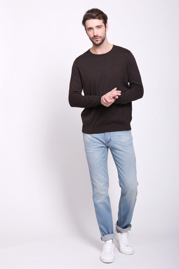 Джинсы PezzoДжинсы<br>Джинсы мужские голубого цвета от бренда Pezzo. Модель выполнена прямым фасоном. Изделие дополнено пришивным поясом со шлевками для ремня, застежка молния на пуговицу, боковыми карманами, задними кокетками и накладными карманами. Все детали отстрочены двойной строчкой. Ткань состоит из 2% эластана, 98% хлопка. Комбинировать можно с различными деталями вашего гардероба.