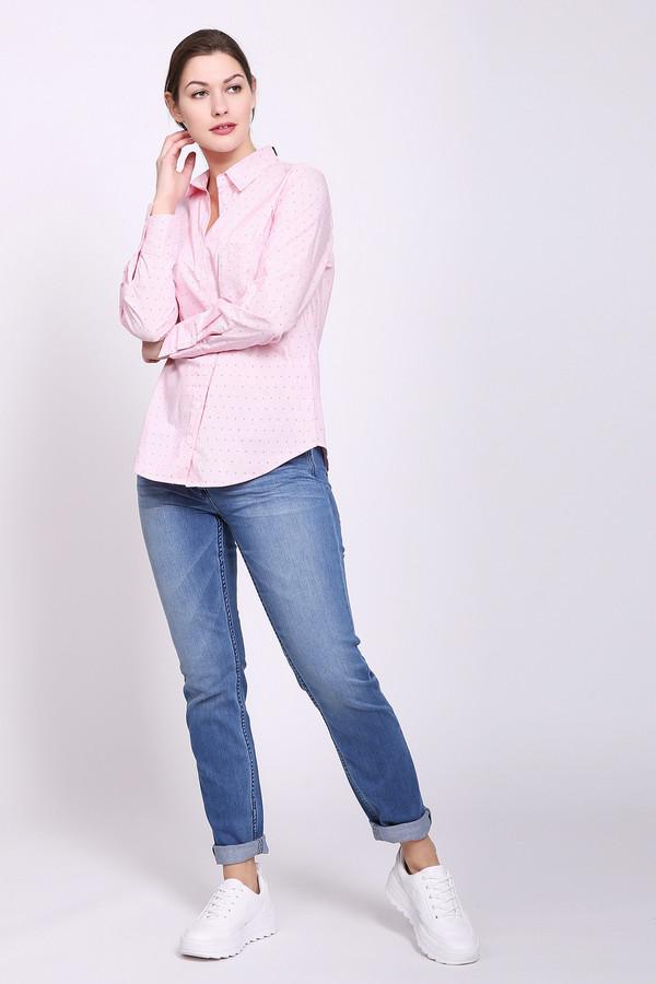 Джинсы PezzoДжинсы<br>Джинсы женские синего цвета от бренда Pezzo. Модель выполнена прямым фасоном. Изделие дополнено пришивным поясом со шлевками для ремня, застежка молния на пуговицу, боковыми карманами, задними кокетками и накладными карманами. Все детали отстрочены двойной строчкой. На брючинах расположены светлые потертости. Ткань состоит из 1% эластана, 6% полиэстера, 93% хлопок. Комбинировать можно с различными футболками, блузами, пуловерами.