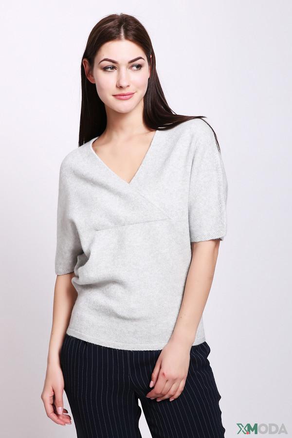 Пуловер PezzoПуловеры<br>Пуловер женский серого цвета фирмы Pezzo. Модель выполнена прямым фасоном. Изделие дополнено V - образным воротом, короткими рукавами реглан. Такая модель разнообразит ваш гардероб. Ткань состоит из 40% вискозы, 32% полиэстера, 28% нейлона. Комбинировать можно с различными брюками.