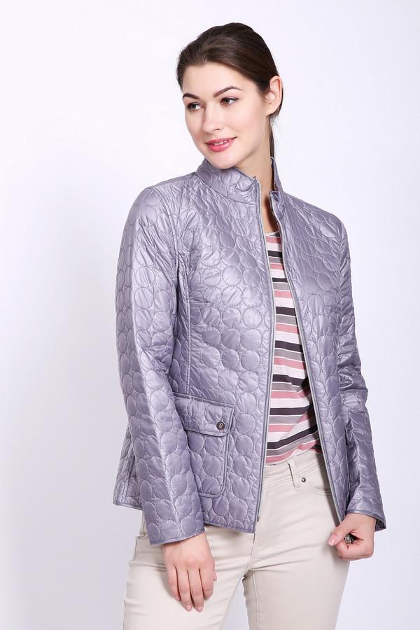 Куртка PezzoКуртки<br>Куртка женская сиреневого цвета бренда Pezzo. Модель выполнена прямым фасоном. Изделие дополнено круглым воротом стойка, застежка на заклепки, втачными рукавами 3/4 длинны, накладными карманами с клапанами на заклепки, задним швом и рельефами, выходившие из проймы рукавов. Ткань состоит из 100% нейлона. Подкладка - 100% полиэстер. Наполнитель - 100% полиэстер. Сочетать можно с различными деталями вашего гардероба.