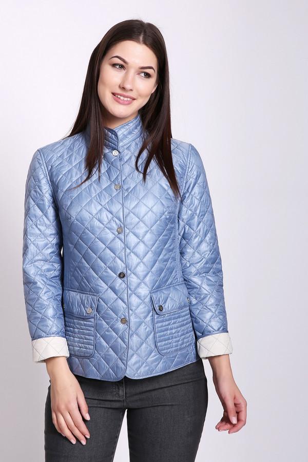 Куртка PezzoКуртки<br>Куртка женская синего цвета бренда Pezzo. Модель выполнена прямым фасоном. Изделие дополнено круглым воротом стойка, застежка на заклепки, втачными рукавами 3/4 длинны, накладными карманами с клапанами на заклепки, задним швом и рельефами, выходившие из проймы рукавов. Ткань состоит из 100% нейлона. Наполнитель - 100% полиэстер. Подкладка - 100% полиэстер. Сочетать можно с различными деталями вашего гардероба.