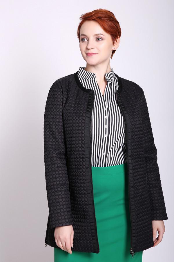 Пальто PezzoПальто<br>Пальто женское черного цвета бренда Pezzo. Модель выполнена прямым покроем. Изделие дополнено округлым воротом, застежка молния, прорезными карманами на молнию, боковыми разрезами на молнию, втачными, длинными рукавами. Пальто укороченного фасона. Ткань состоит из 100% нейлона. Подкладка - 100% нейлона. Наполнитель - 100% полиэстер. Сочетать можно с различными деталями вашего гардероба.