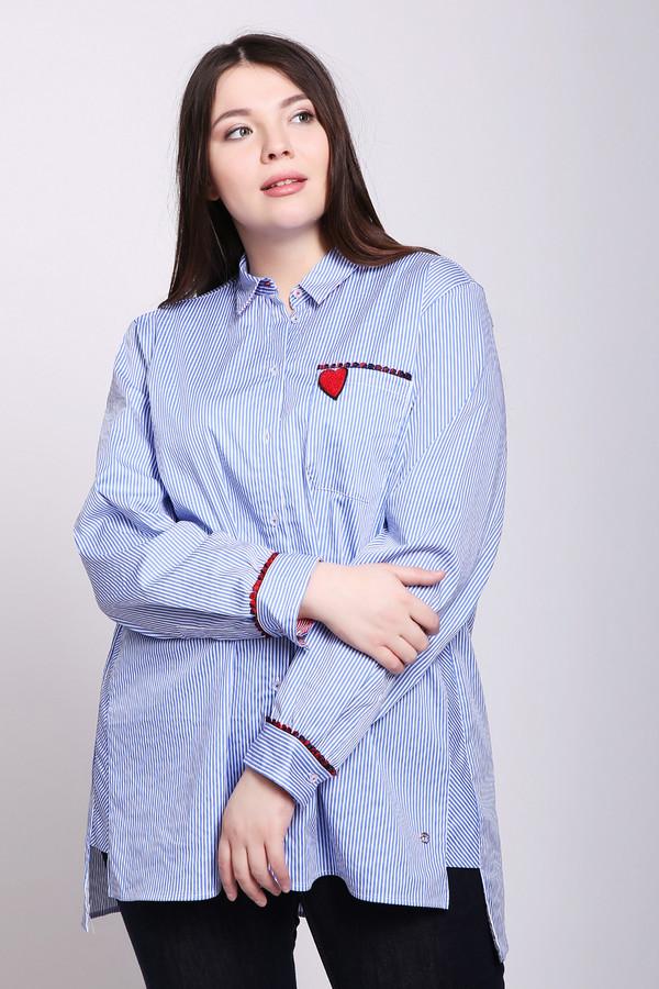 Блузa FrappБлузы<br>Блуза женская синего цвета фирмы Frapp. Модель выполнена прямым фасоном. Изделие дополнено откладным воротом на стойке, застежка на пуговицы, втачными, длинными рукавами с манжетами на пуговицу, накладным карманом, боковыми вставками. Карман и манжеты декорированы тесьмой красного цвета. На спине расположена надпись, выполненная красной тесьмой. Ткань имеет полосатый принт. Состав ткани: 3% эластан, 75% хлопок, 22% полиамида. Сочетать можно с различными брюками.